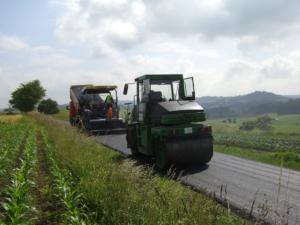 Tragdeckschicht-Mischgut sind gut für den ländlichen Wegebau sowie Rad- und Gehwege.
